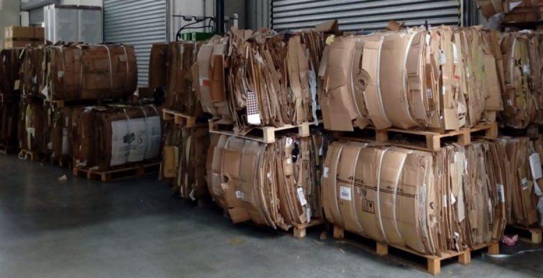 Come stoccare i rifiuti in azienda, esempio pallet di cartone compattato