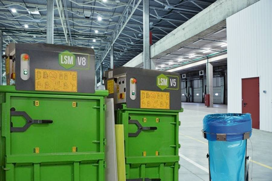 Business ecologici con presse compattatrici e cestini per la raccolta differenziata